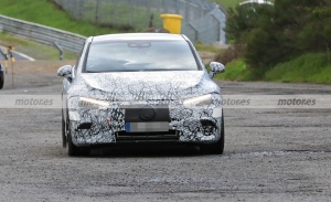 El Mercedes-AMG EQE 2023 debuta en pruebas, fotos espía en Nürburgring