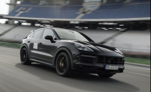 El Porsche Cayenne Turbo S Coupé debutará en junio, la marca desvela el prototipo