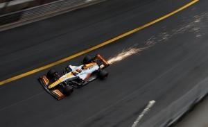 Ricciardo empieza a perder la calma: «Me niego a creer que sea tan lento»