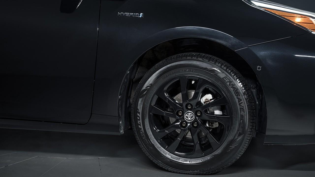 Toyota Prius Nightshade Edition - llantas