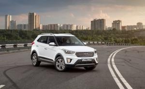 Rusia - Abril 2021: El Hyundai Creta acaricia el podio dominado por Lada