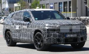 El futuro BMW X8 con mecánica híbrida es cazado con unos llamativos escapes