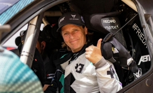 ¡Jutta Kleinschmidt se queda! Abt CUPRA recluta a la piloto alemana