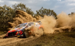 La lluvia da un susto a Neuville y trastoca el podio del Safari Rally