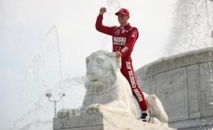 Marcus Ericsson logra su primera victoria en la caótica carrera de Detroit