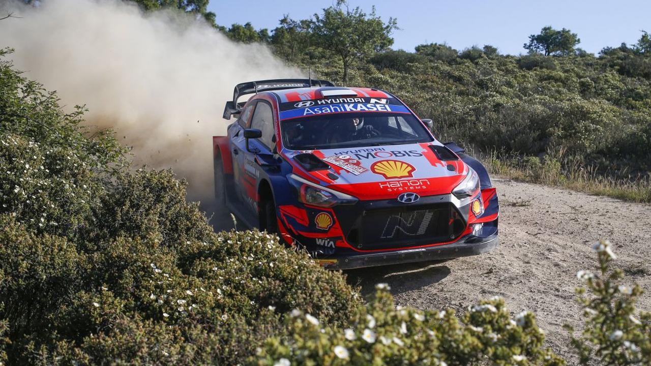 Ott Tänak arranca como un ciclón el Rally de Italia-Cerdeña