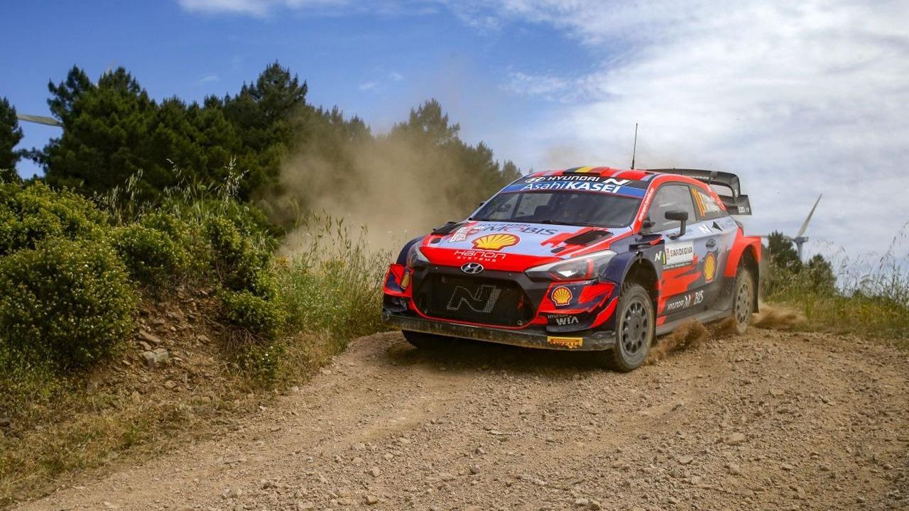 Ott Tänak cierra una gran etapa de viernes en el Rally de Italia-Cerdeña