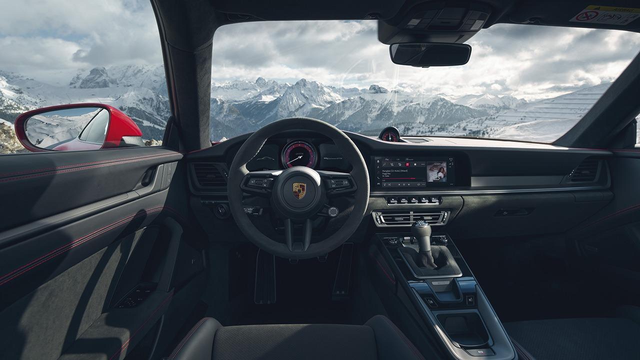 Porsche 911 GTS 2022 - interior