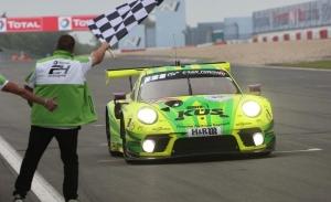 El Porsche #911 de Manthey Racing gana las 24 Horas de Nürburgring más cortas