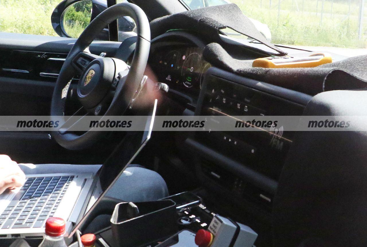 Foto espía Porsche Cayenne Facelift 2023 - interior
