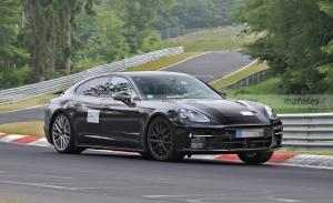 El nuevo Porsche Panamera 2022 se enfrenta al trazado de Nürburgring