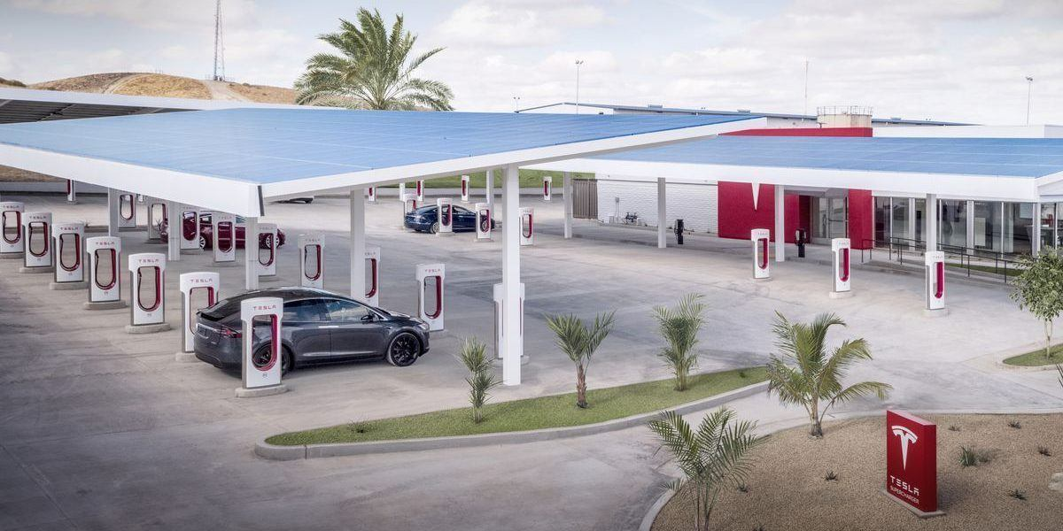 Tesla podría introducirse en el negocio de la gastronomía y restaurantes de carretera