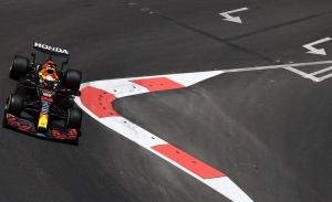Verstappen, por delante de los Ferrari en los primeros libres de Bakú