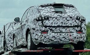 El nuevo Alfa Romeo Tonale, el esperado SUV compacto, es cazado a plena luz del día