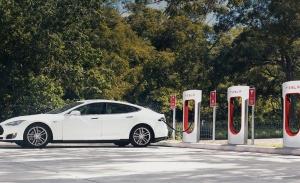 Los coches eléctricos de carga lenta pagarán más por usar los Supercargadores de Tesla