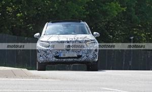 El nuevo Mercedes GLC 2022 muestra su luces de producción en estas fotos espía