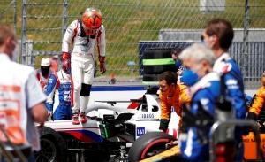 Steiner minimiza el sobrepeso del Haas de Mazepin, pero el ruso insiste