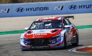 Tarquini supera a Azcona para ganar la primera carrera del WTCR en MotorLand