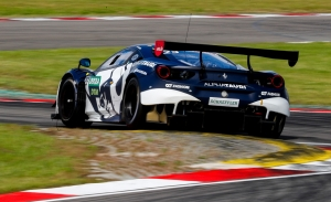 Alex Albon arrebata la pole a Dani Juncadella en un mojado Nürburgring