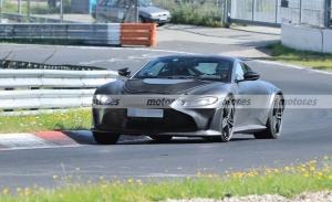 El Aston Martin Vantage RS V12 2023 se estrena en fotos espía en Nürburgring