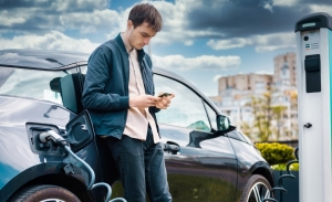 Ayudas para comprar un coche eléctrico: cuánto ahorro y cómo las pido