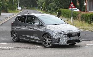 El nuevo Ford Fiesta 2022 se deja ver a plena luz del día con menos camuflaje