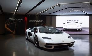 El nuevo Lamborghini Countach es híbrido y tiene 814 CV pero no ha envejecido demasiado