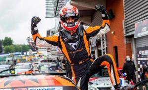 Mikel Azcona sigue amasando grandes éxitos, dentro y fuera del WTCR