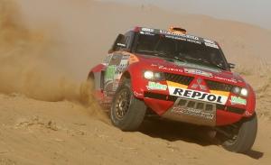 Mitsubishi mira con buenos ojos la nueva reglamentación del Dakar