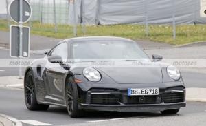 Nuevas fotos espía del Porsche 911 Turbo Hybrid que llegará en 2023