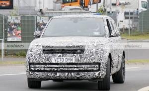 El nuevo Range Rover PHEV 2022 visita Nürburgring más destapado