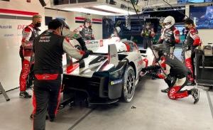 Sébastien Buemi coloca al Toyota #8 al frente de los Libres 2 en Le Mans