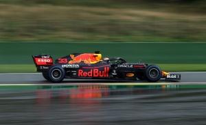 Verstappen hace la pole por delante del inesperado Russell en un Spa infernal