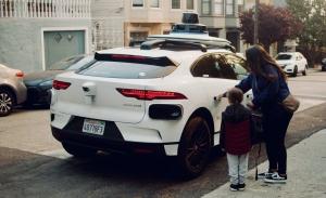 """Waymo ya ofrece viajes en """"robotaxi"""" sin coste en San Francisco"""