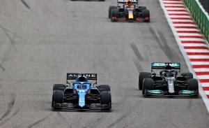 Alonso coquetea con el podio: «Si no llega a llover tanto... mala suerte»