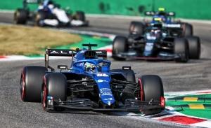 Alonso, mejor maniobra al sprint sin premio: «Maniobrar con estos 'miniautobuses' es difícil»