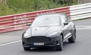El misterioso Aston Martin DBX cazado en Nürburgring es la antesala de un SUV más radical