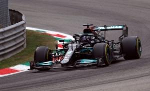 Hamilton somete a Verstappen en la primera sesión de libres en Monza