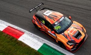 Mikel Azcona utiliza el 'parón' de WTCR para acariciar el título del TCR Europe