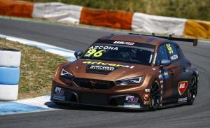 Mikel Azcona, entre Most y Barcelona, luchará por el WTCR y el TCR Europe
