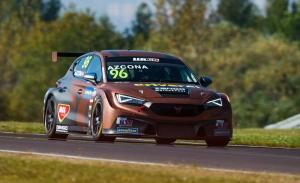 Azcona y Michelisz lideran los libres del WTCR en el Autódromo de Most