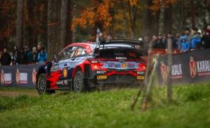 Craig Breen supera a Ott Tänak y duerme líder en el Rally de Finlandia