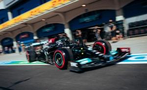 El penalizado Lewis Hamilton arranca al frente en los primeros libres en Estambul