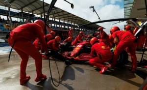 Ferrari explica el mal pit stop de Sainz, que avisa: «Empiezo a divertirme con el coche»