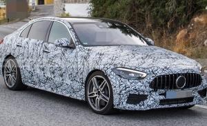 El nuevo Mercedes-AMG C 43 4MATIC encara el final de su desarrollo ligero de camuflaje