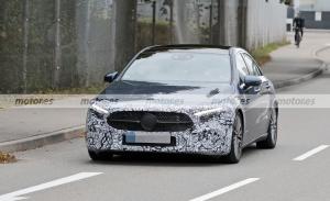 El Mercedes Clase A Sedán Facelift 2022 cazado en nuevas fotos espía