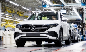 El nuevo Mercedes EQB entra en producción en la factoría de Hungría