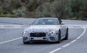 Nuevas fotos espía del Mercedes SL 53 PHEV 2023 revelan el enchufe de carga
