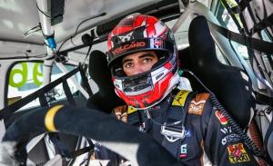 Mikel Azcona logra una memorable pole en Most para soñar con el WTCR