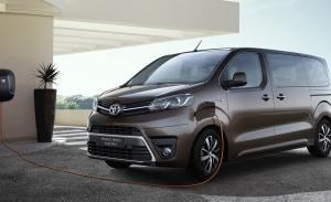 Toyota Proace 2022, la furgoneta japonesa y su variante eléctrica estrenan gama